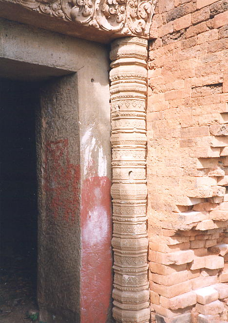 A decorated octagonal colonette supporting the temple's main lintel.