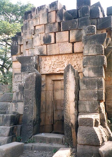 The false west door of Wat Snoeung West.