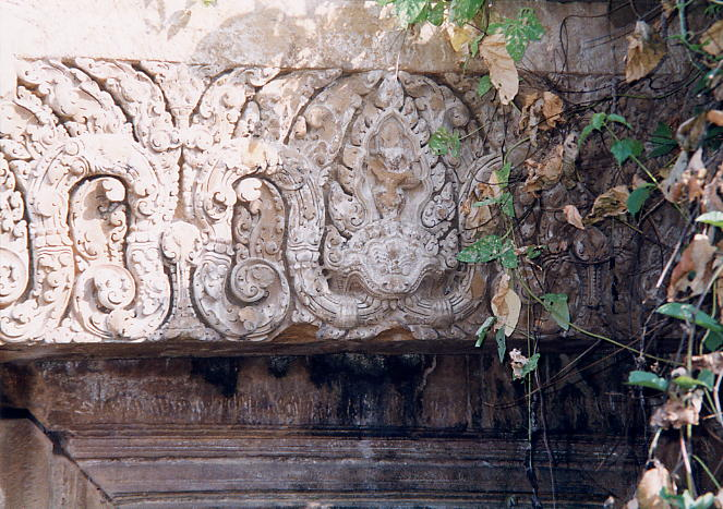 Another lintel in the Khleang style at Wat Bassaet, although this lintel is surrounded by vegetation and is difficult to inspect close up.