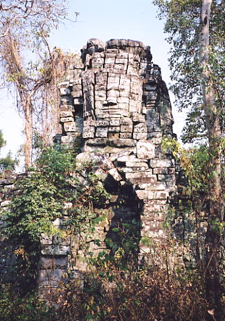 One of the face towers at Prasat Samnang Tasok.