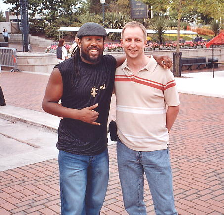Amlak Tafari, bass player and show host, with the author [9/9/05].