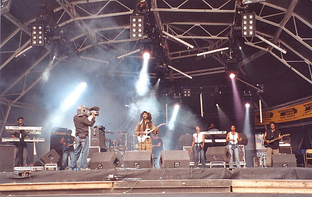 The band are filmed during their public soundcheck for Reggae Rockz.