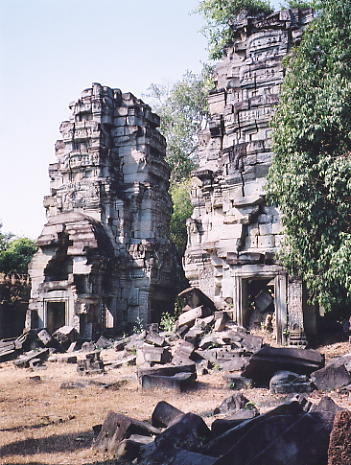 Two of the 3 sandstone towers at the centre of Prasat Banteay Thom.
