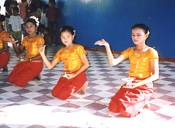 The girls from Amelio School put on an excellent performance of traditional dance.