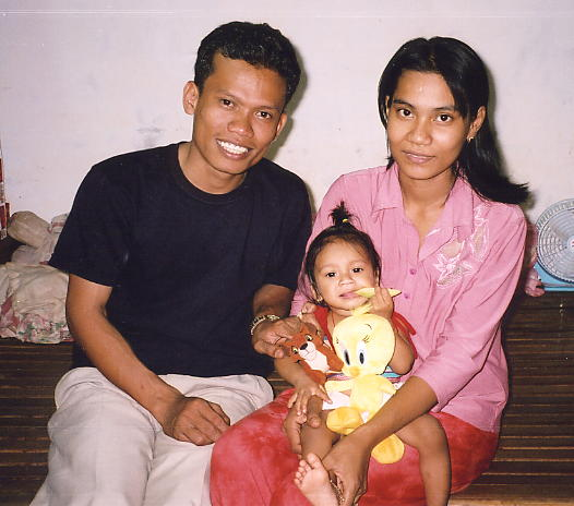 Sopheap, his wife Serey and their youngest child, Vertey.