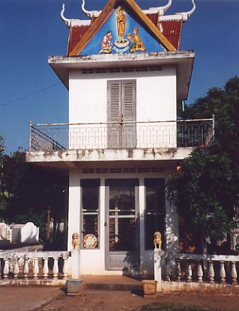 The attractive stupa at Wat Sopheak Mongkol, Sisophon.