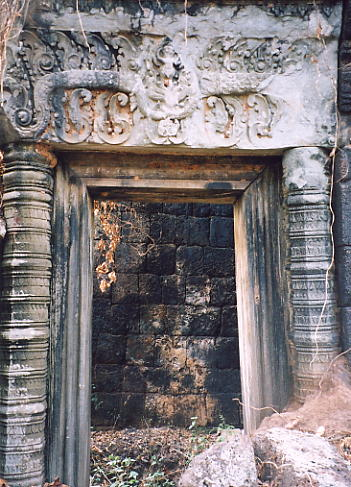 A doorway with damaged lintel at Prasat Chen.