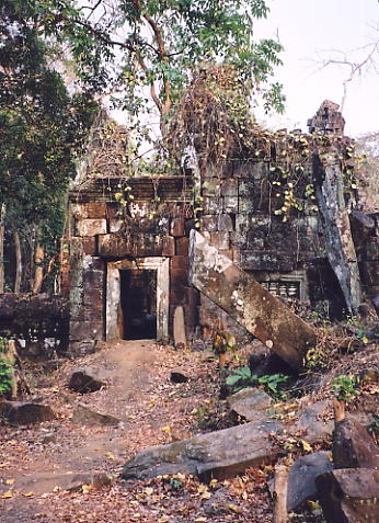 Prasat 'D,' where the main temple towers have disappeared.