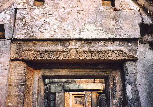A lintel in good condition at Prasat Krachap.
