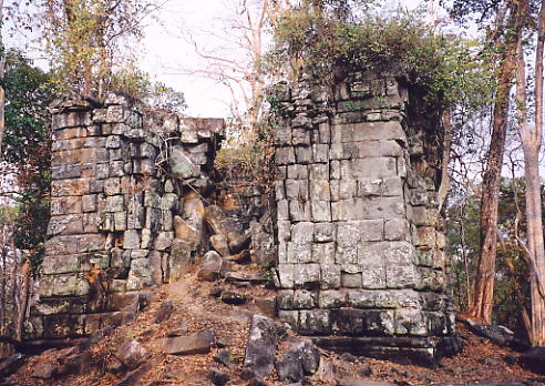The tower containing the damaged linga, known as Prasat Leung 3.