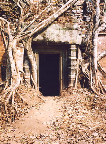 The doorway of one of the Prasat Pram libraries.