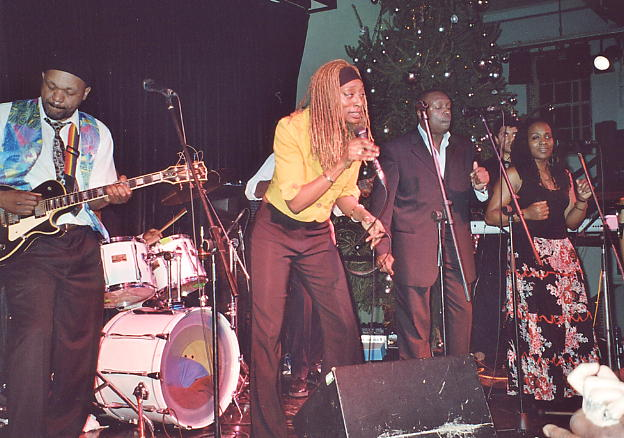 Leonie Moore takes lead vocals supported by the Gabbidon band at The Jam House, Nov 2006.