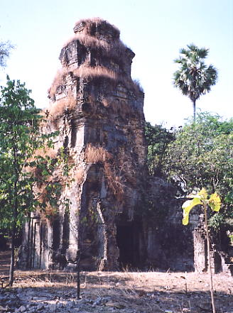10th cent Prasat Andet in the village of Sanloang.