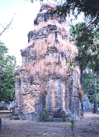 A rear view of Prasat Andet in Sanloang village.