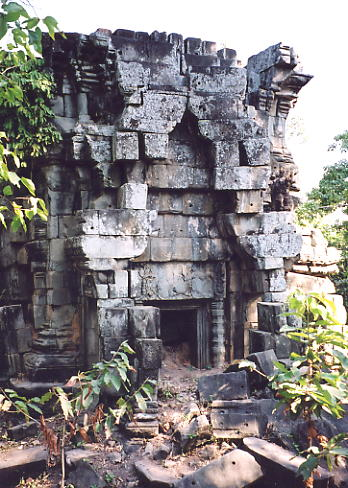 A sandstone tower in reasonable shape at Prasat Banteay Srei, in Damdek.