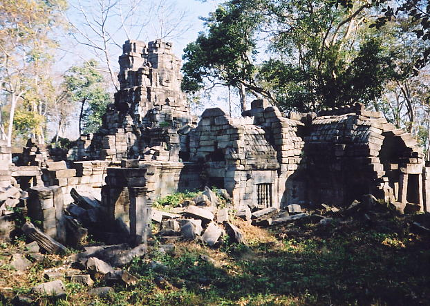 This is the jumbled mess that is Prasat Preah Stung, with its face towers.