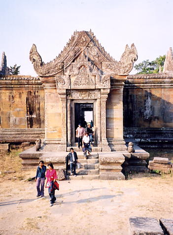 The southern entrance to Gopura III.