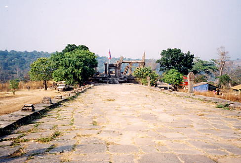 The long causeway leading from the main body of the temple back to Gopura V and the border with Thailand.