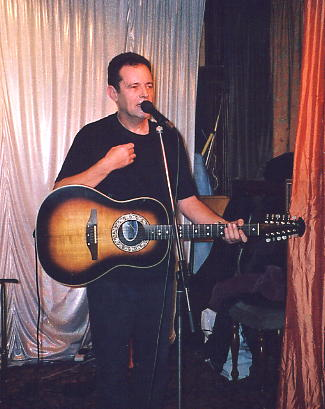 Roy Hill entertains with one of his famous monologues, at the Red Lion, Isleworth on 28/12/04.