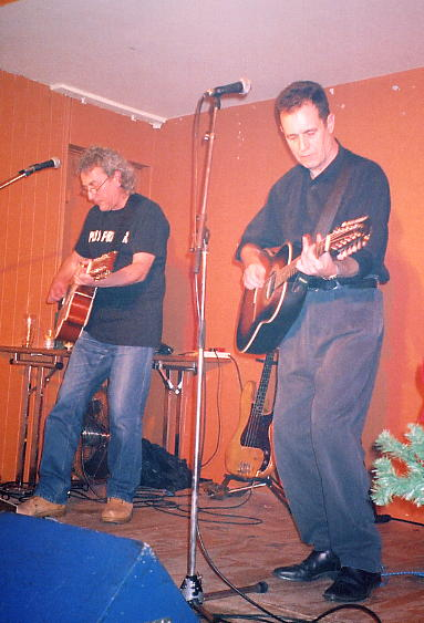 Chas Cronk (left) and Roy Hill at the Turks Head, Twickenham on 18/12/04.