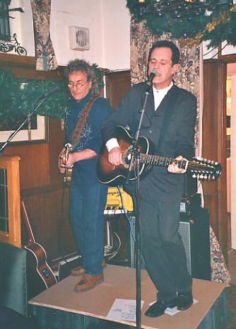 Chas Cronk (left) and Roy Hill on 'stage' at the Royal Oak 30/12/05.