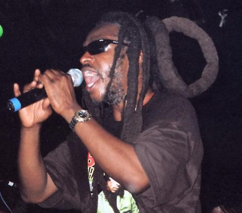 David Hinds on stage, by Roy Rowe.