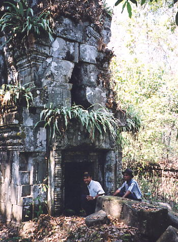 Rieng and Tomrin inspect a tower at Prasat Bangkoy North.