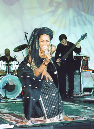 Yaz puts everything into her performance the The Drum in Oct 2003 (photo: Andy Brouwer)